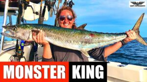 MONSTER KINGFISH CAUGHT BY YOUNG WOMEN IN FLORIDA