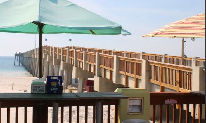 Hook'd Pier Bar & Grill